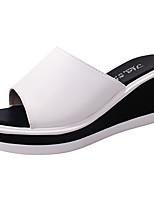 Damen Slippers & Flip-Flops Komfort Leuchtende Sohlen PU Sommer Normal Kleid Komfort Leuchtende Sohlen Keilabsatz Weiß SchwarzUnter 2,5