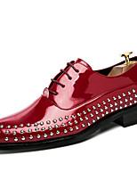 Для мужчин Туфли на шнуровке Удобная обувь Лето Осень Лакированная кожа Для вечеринки / ужина Заклепки На плоской подошве Черный Красный