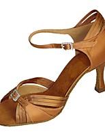 Для женщин Латина Шёлк Сандалии Концертная обувь С пряжкой Кубинский каблук Миндальный Коричневый 5 - 6,8 см Персонализируемая