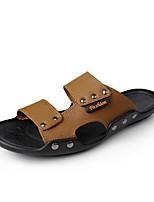 Для мужчин Сандалии Удобная обувь Лето Кожа Повседневные Заклепки На плоской подошве Черный Коричневый Синий 4,5 - 7 см