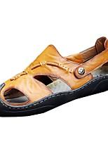 Для мужчин Сандалии Удобная обувь Полиуретан Весна Осень Повседневные На плоской подошве Темно-коричневый Хаки На плоской подошве
