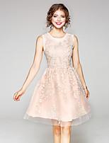 Для женщин На каждый день Оболочка Платье Однотонный Вышивка,Круглый вырез До колена Без рукавов Полиэстер Лето Со стандартной талией