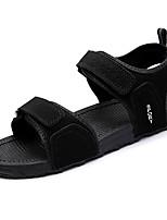 Для мужчин Сандалии Удобная обувь Полиуретан Лето Белый Черный На плоской подошве