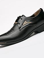 Masculino sapatos Microfibra Primavera Verão Outono Inverno Sapatos formais Oxfords Tachas Para Casual Preto Marron