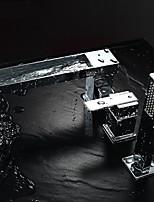 Современный Разбросанная Водопад Ручная лейка входит в комплект with  Керамический клапан Одной ручкой три отверстия for  Хром ,