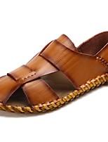 Для мужчин Сандалии Удобная обувь Лето Кожа Повседневные На плоской подошве Черный Коричневый Темно-русый 4,5 - 7 см