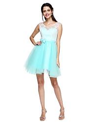 2017 Lanting bride® vestido de dama de honra lace-up - A linha V-neck Joelho de comprimento Renda / Tule com faixa / Fita / curva (s)