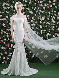 Trumpet / Mermaid Wedding Dress - Classic & Timeless Chic & Modern Court Train Bateau Lace Tulle with Flower Lace Sash / Ribbon