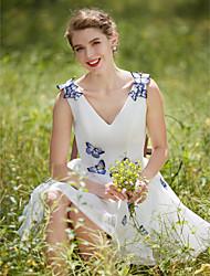 גזרת A שמלת חתונה - שיק ומודרני זוהר ודרמטיות שמלות לבנות קטנות קצר \ מיני צווארון וי טול עם פרח