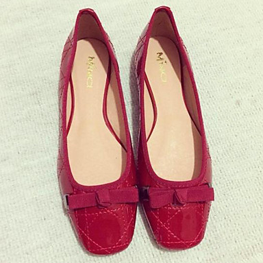 Shop Women's Flat Shoes at Payless to find the lowest prices on shoes. Free Shipping +$25, Free Returns at any Payless Store. Shop Payless for a large selection of women's flat shoes across ballet flats, dress flats, moccasins, and oxfords. Red Green Purple Brown Tan White Gold Silver.