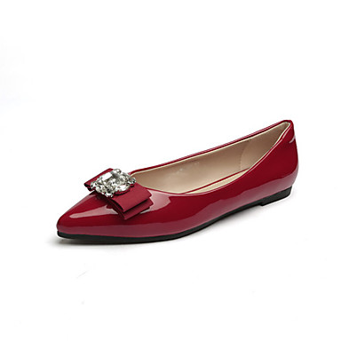 Red shoes are perfect for the workplace as well! Pair retro-inspired red heels with your grey power suit for a look that's not-so-strictly business. Or, create a classic ensemble when you pair a cute cardigan and A-line skirt with muted leggings and cabernet-colored oxfords.