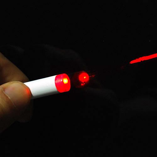 Брелок в виде сигареты 3-в-1 красная лазерная указка  мини фонарик с белым светом  черная ручка (3  LR41) Lightinthebox 85.000