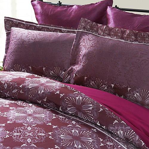 Комплект фиолетового постельного белья с жаккардовым переплетением (3 предмета в наборе)