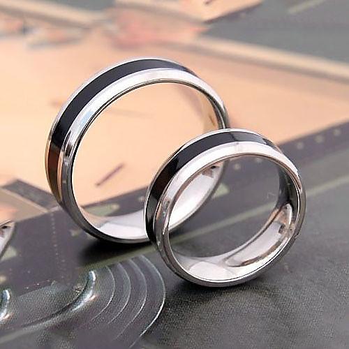 Пара колец из титановой стали с черной полосой Lightinthebox 214.000