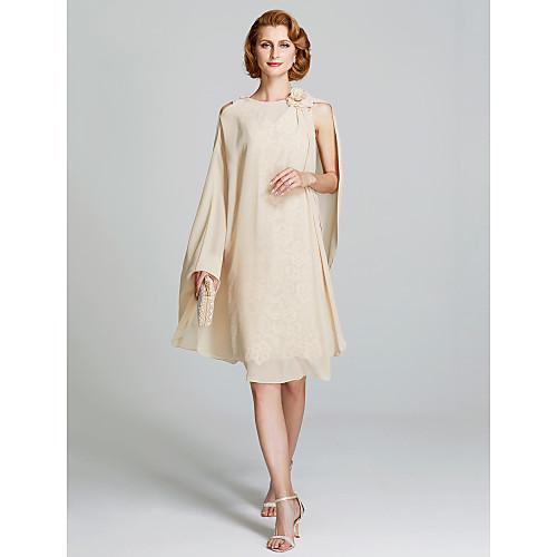 Футляр V-образный вырез До колена Кружево по всей поверхности Платье для матери невесты с Аппликации / Плиссировка от LAN TING BRIDE