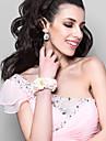alb minunat cu flori spumă roz flori de nunta flori fată / încheietura mâinii de mireasă