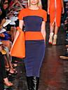 Monta rochie slim fit în culoare contrastantă