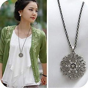Women's Cut Out Floral Pendant