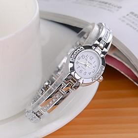 Women's Fashionable Style Silver Alloy Analog Quartz Bracelet Watch Imitation Diamond Wrist Watches Unique Watches