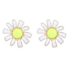Women's Cute Exquisite Daisy Needle Stud Earrings