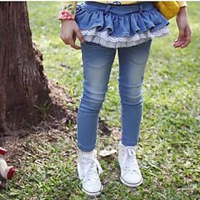 pantalones vaqueros de los ni?de la muchacha que lavan pantalones de costura de encaje
