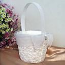cesta de flores blancas con el encendido de entrelazado bordados