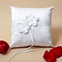 Almohada del anillo de boda elegante con las flores