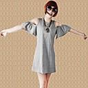 color sólido de las mujeres azules alrededor del cuello con el vestido de hombro