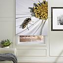abeja macro realista en los pétalos persiana