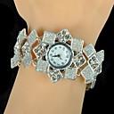 magníficas mujeres está un reloj pulsera sencilla cuadrado