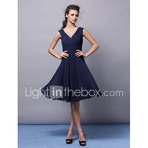 A-line V-neck Knee-length Chiffon Bridesmaid Dress (2463416) Descuento en Lightinthebox