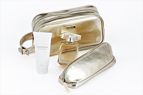 Haute Couture  Versace ™ Vanitas ™ parfym + Vanity Body Lotion ™ + 2  Makeup-väskor 00474516 b3dbc9cf18e34