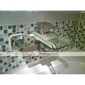Robinet de baignoire cascade contemporain avec bec en verre (montage mural)