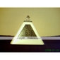 7 ledde färger förändrade pyramidformad digital väckarklocka kalender termometer (vit, 3xAAA)