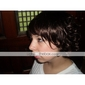 Capless hakan hög kvalitet syntetiskt naturen ser mörkt brunt lockigt hår peruk