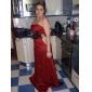 Lanting Bride® Boden-Länge Satin Brautjungfernkleid A-Linie / Prinzessin Trägerlos Übergröße / Zierlich mitKnöpfe / Drapiert / Blume(n) /